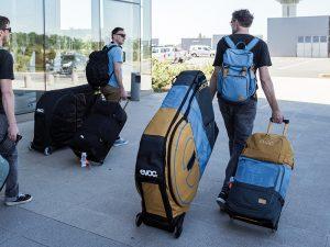 evoc-BIKE TRAVEL BAGサイズと航空会社について