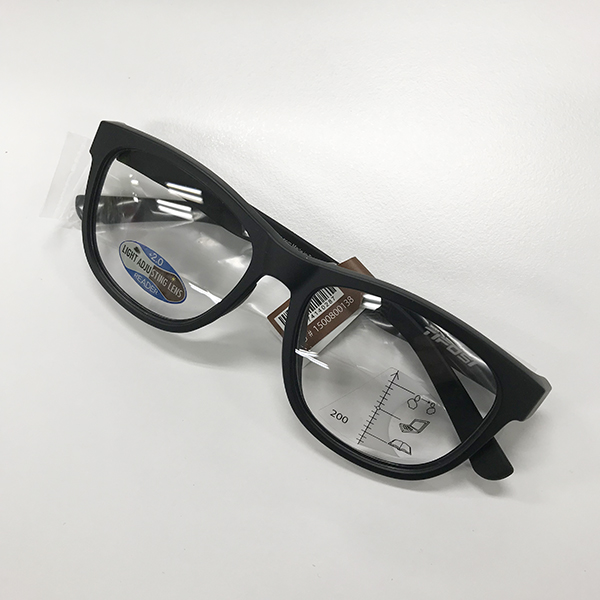 Swank SMART READER 【拡大鏡付き(累進レンズ)】/サテンブラック×【調光レンズモデル】(LIGHT NIGHT FOTOTEC)×ブルーライトカット/+2.0(拡大率約1.5倍)